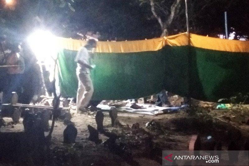 Polisi selidiki temuan 9 bangkai ayam berbentuk pocong bayi dilengkapi foto perempuan dan jarum di makam