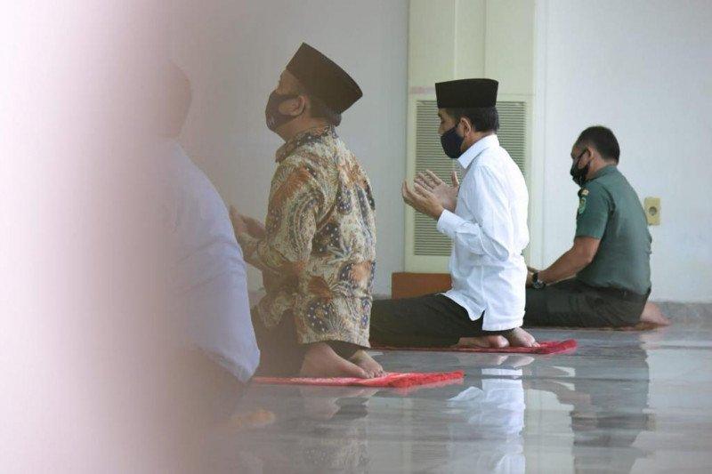 Presiden Joko Widodo shalat Jumat di Masjid Istana Bogor