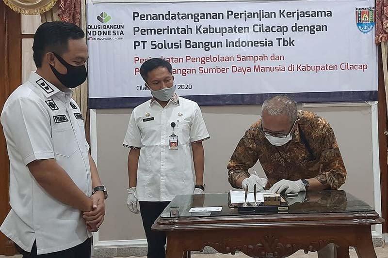 Pemkab Cilacap dan PT SBI jalin kerja sama pengelolaan sampah