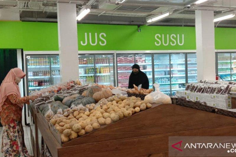 Pusat perbalanjaan di Kota Makassar mulai dipadati warga