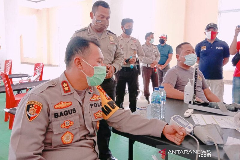 Polres Morut donor darah HUT Bhayangkara ke-74