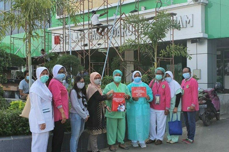 Telkomsel serahkan bantuan perdana internet bagi tenaga medis COVID-19 Papua