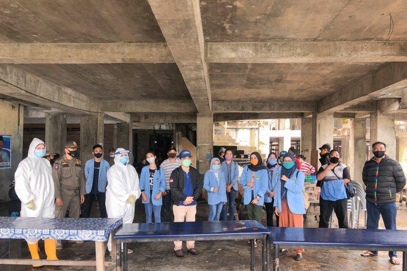 Mahasiswa KKN UR bantu pelaksanaan rapid test di Belakang Padang