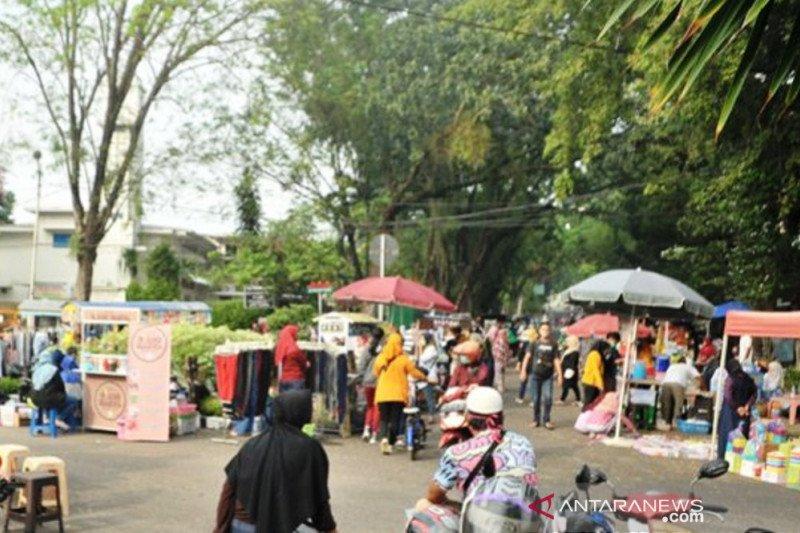 Kawasan kendaraan bebas bermotor Kambang Iwak Palembang kembali dipenuhi warga  dan pedagang