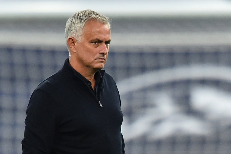 Harry Kane dikritik,  Mourinho pasang badan