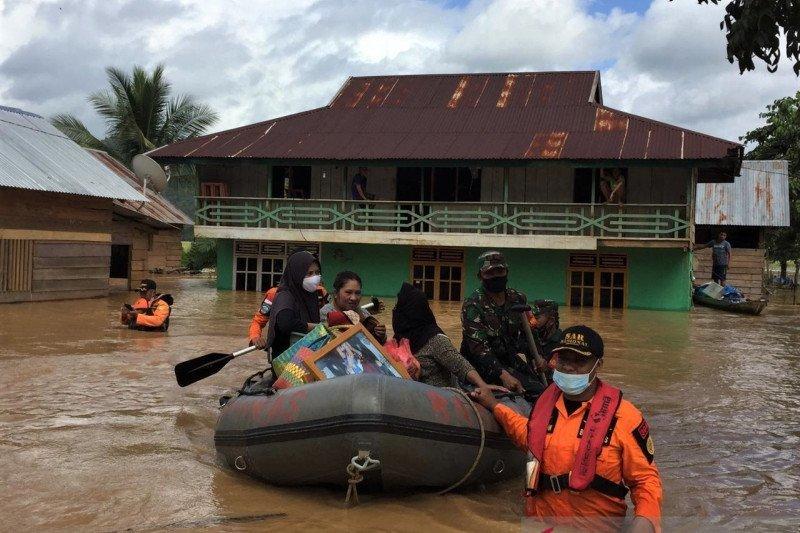 1.965 warga Konawe Utara Sultra mengungsi akibat banjir