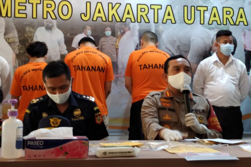 Polisi menangkap pengguna narkotika di jalan tol
