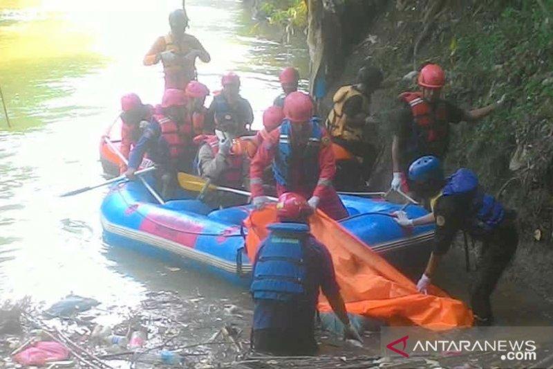 Bocah yang hanyut di Sungai Cikeas Bogor ditemukan tewas