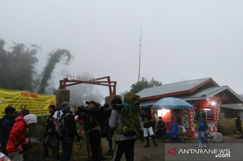 Lima pendaki di Gunung Marapi hilang dalam perjalanan turun ditemukan selamat