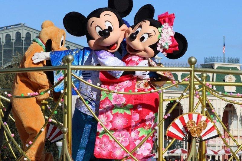Rencana pembukaan Disneyland diprotes sejumlah pekerja