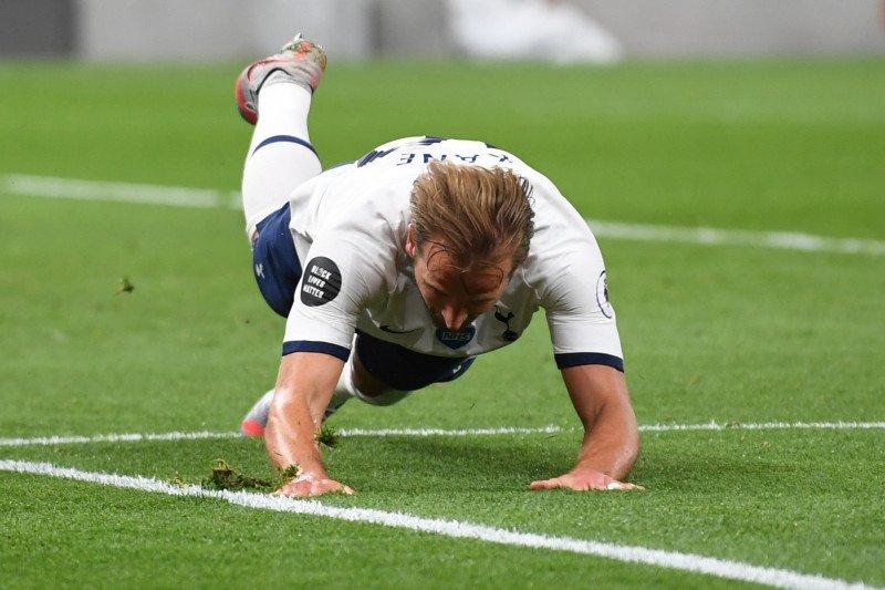 Harry Kane tak persoalkan gaya permainan Mourinho