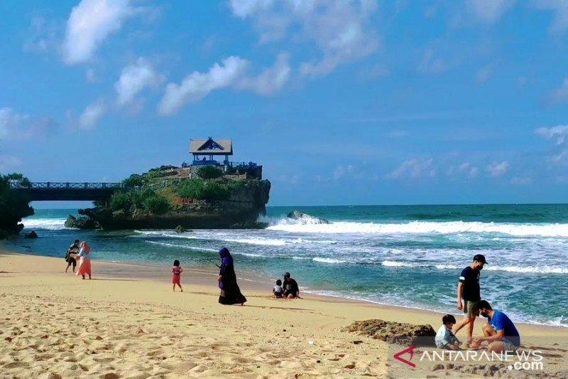 Wisatawan mulai padati Pantai Baron-Kukup saat uji coba