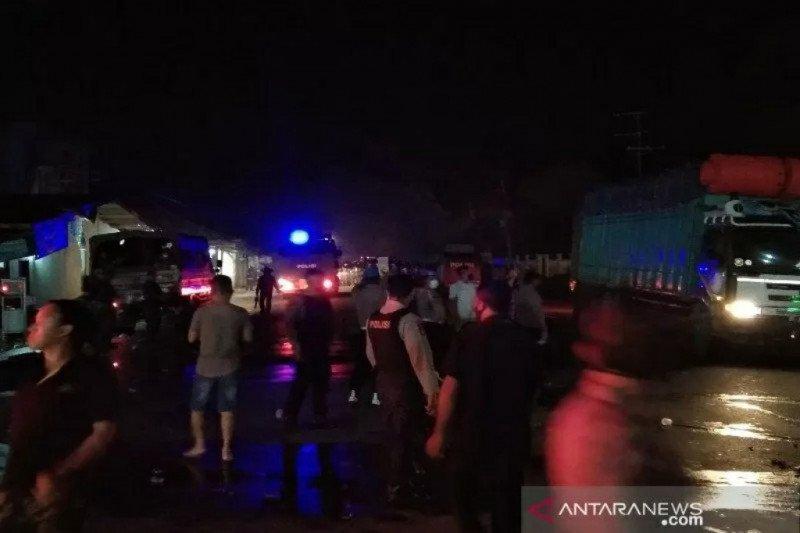 Polisi halau pengunjuk rasa tolak kedatangan 500 TKA dengan gas air mata