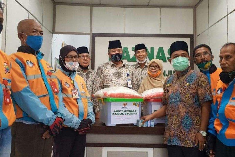 Baznas Sijunjung salurkan 200 paket bantu ringankan beban masyarakat terdampak COVID-19