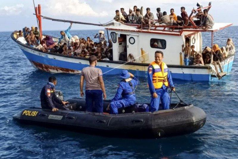 Pengungsi Rohingya Terdampar di Perairan Aceh Utara