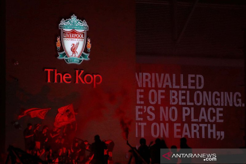 Ribuan fans Liverpool merahkan kota untuk rayakan juara