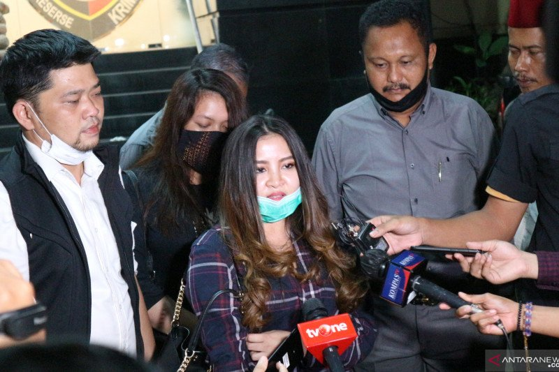 Putri John Kei besuk sang ayah di Rutan Polda Metro Jaya