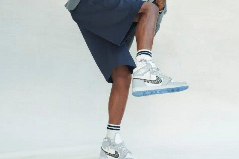 Sepatu kolaborasi Air Jordan dengan Dior diluncurkan