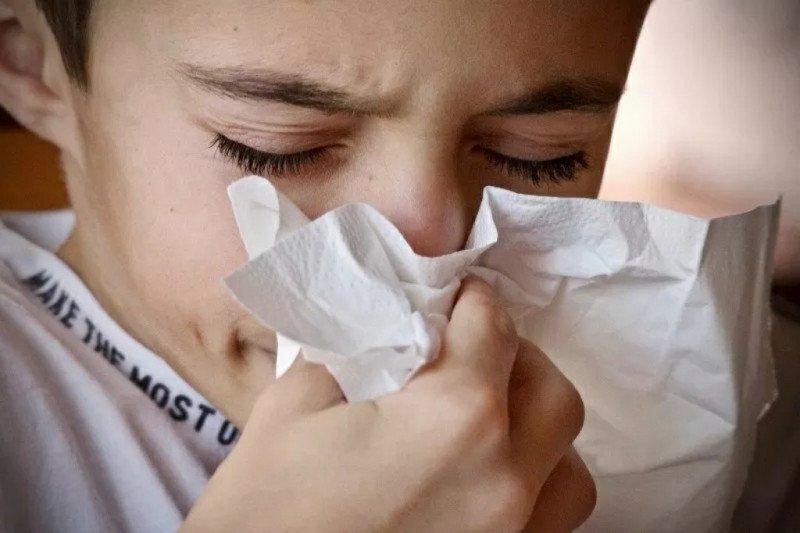 Kenali perbedaan batuk pilek karena alergi atau infeksi
