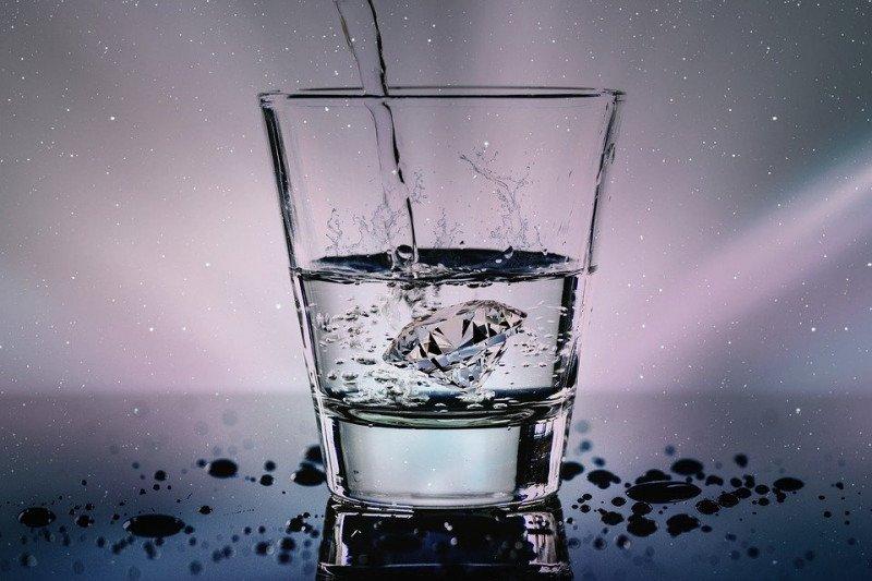 Ciptakan suasana hati yang menyenangkan dengan jaga asupan air minum