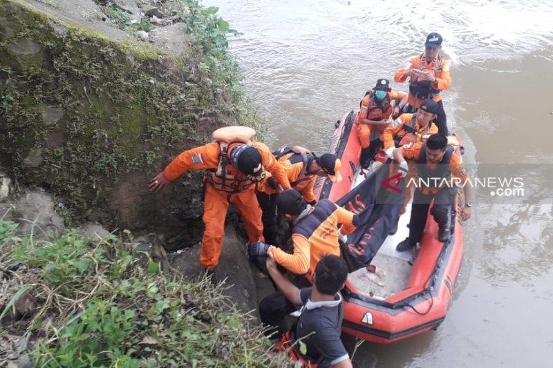 Mayat bocah korban tenggelam di Sungai Ogan dievakuasi