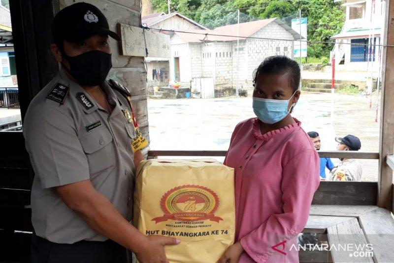 HUT Bhayangkara 74 Polsek Tambelan Berikan Nutrisi