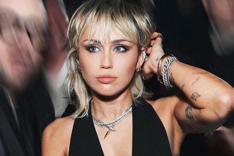 Miley Cyrus dituduh curi foto jepretan wartawan