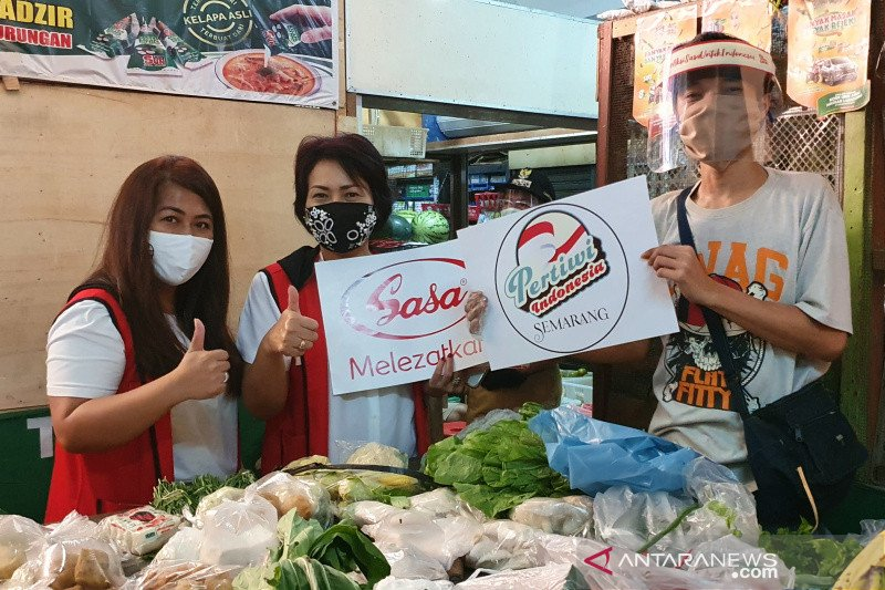 """Pertiwi Semarang bantu """"face shield"""" untuk pedagang Pasar Pedurungan"""