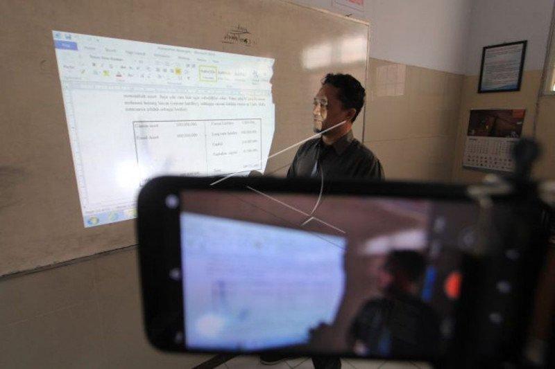 Suka duka dan tantangan  mengikuti perkuliahan daring di tengah pandemi