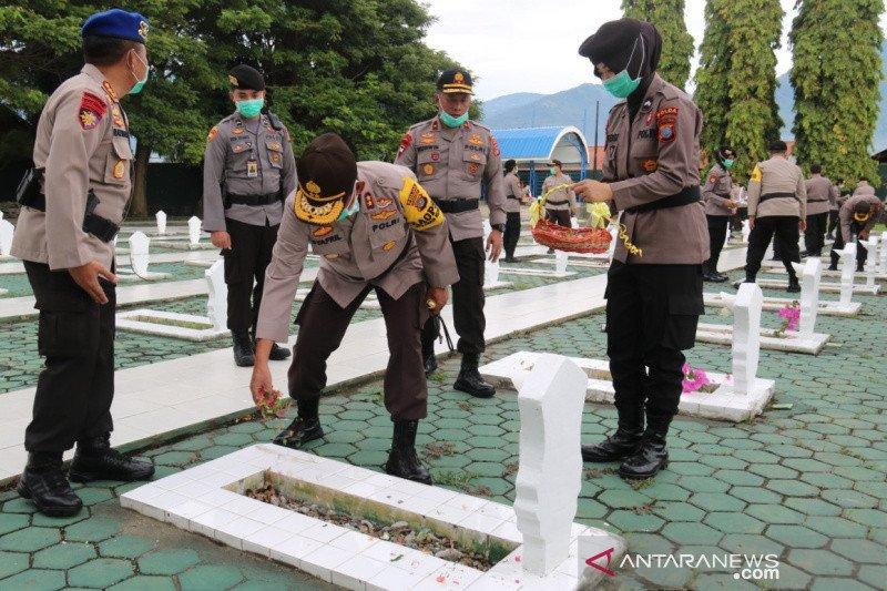 Kapolda Sulteng ziarah di TMP Tatura Palu