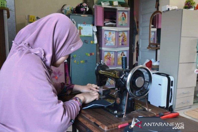 BPBD Kesbangpol gandeng UMKM sediakan kebutuhan masker di Padang Panjang