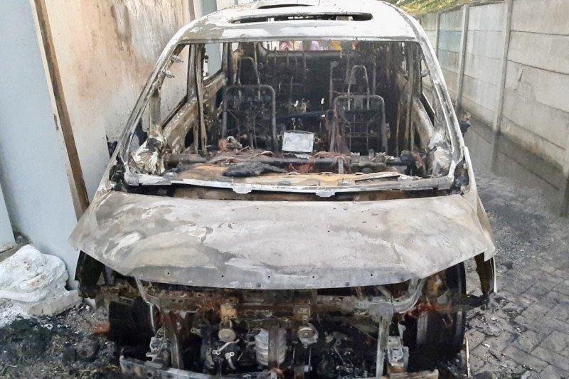 Kronologi terbakarnya mobil Alphard Via Vallen