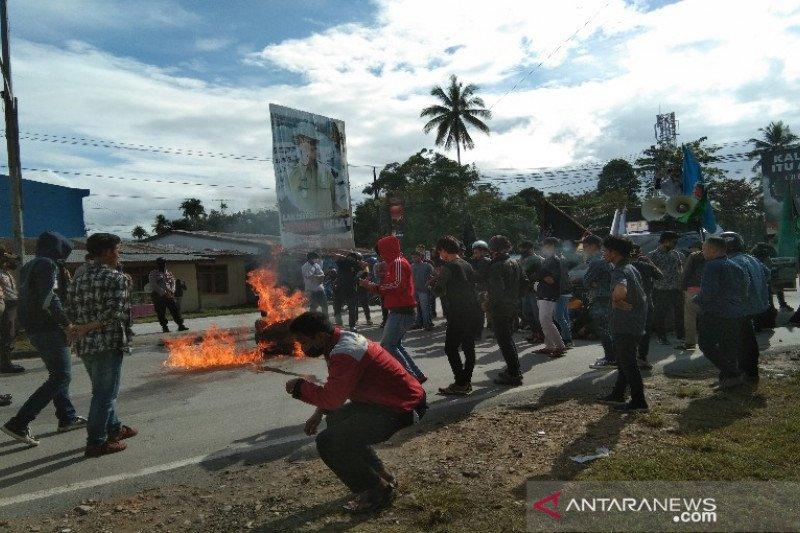Massa kembali unjuk rasa tolak kedatangan TKA gelombang dua di Sultra