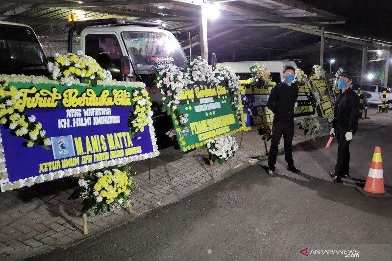 Pendiri PKS Hilmi Aminuddin dimakamkan dengan protokol kesehatan COVID-19