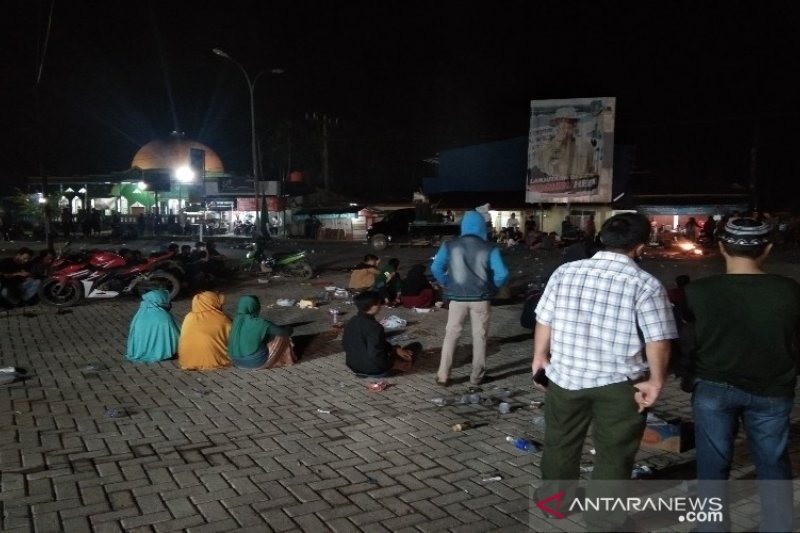 Demonstrasi penolakan ratusan TKA asal China jadi tontonan warga