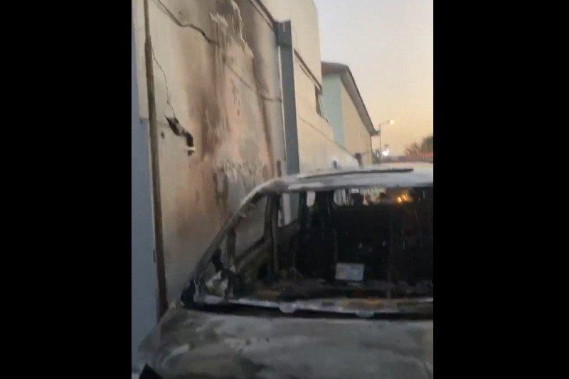 Mobil mewah milik pedangdut Via Vallen terbakar