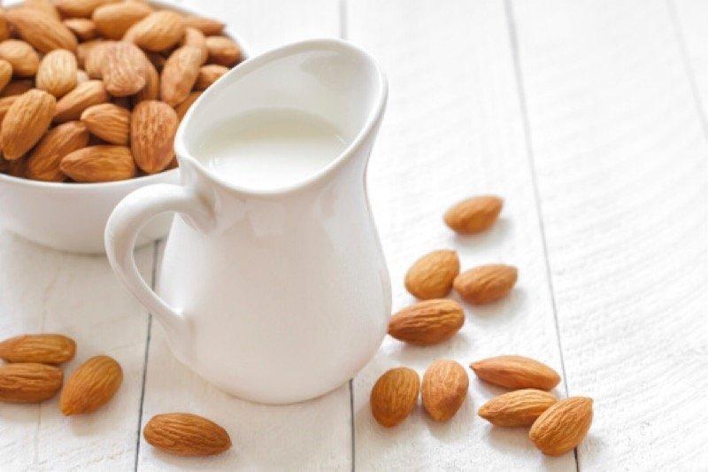 Manakah yang lebih baik, susu sapi atau almond?