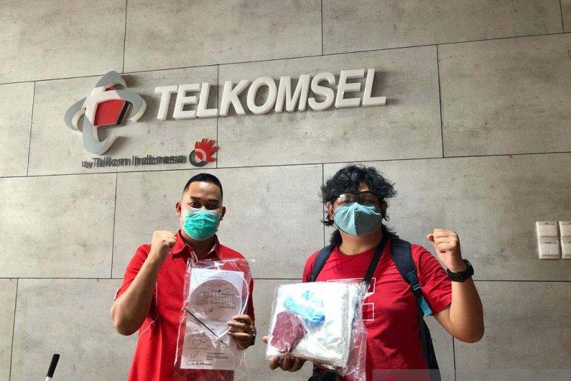 Telkomsel berikan puluhan APD bagi Jurnalis Foto Palembang