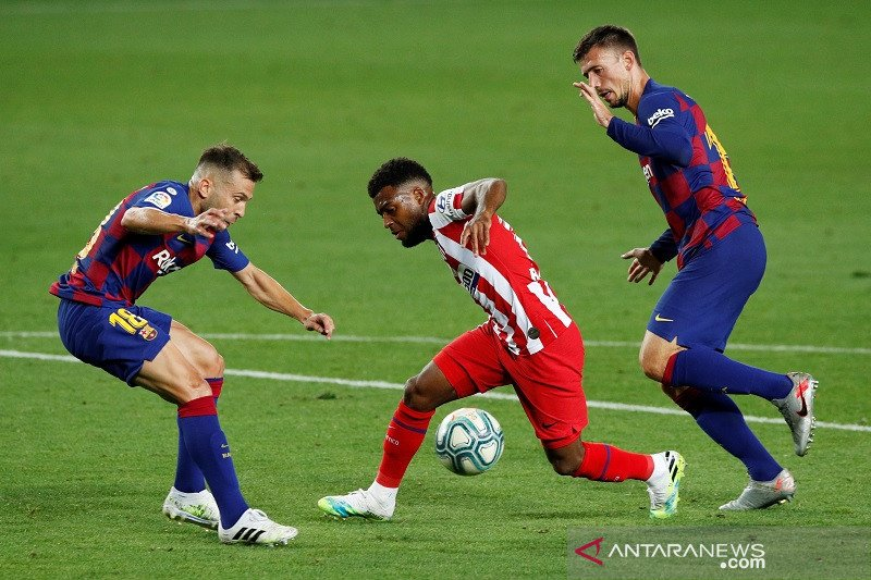 Atletico menggagalkan upaya Barcelona kembali ke puncak klasemen