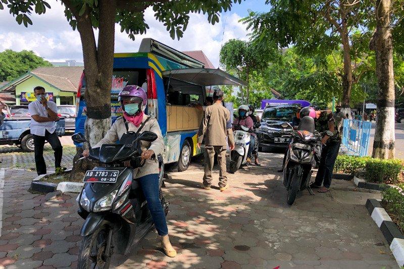 "135 warga Yogyakarta memanfaatkan layanan ""drive thru"" cetak e-KTP"