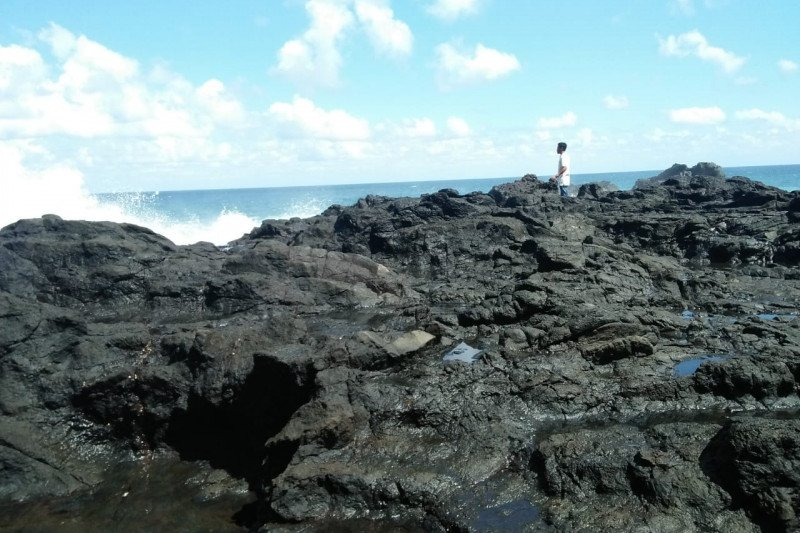 Seorang pelajar SMA hilang di laut ketika berswafoto