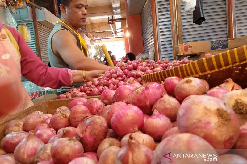 Onion and Airline ticket prices dropping, trigger deflation in West Sumatra 0.16 percent
