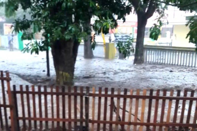 Banjir bandang melanda sejumlah wilayah di Kota Gorontalo