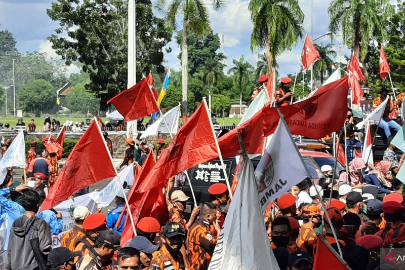 Ratusan orang datangi DPRD Jambi tolak RUU HIP