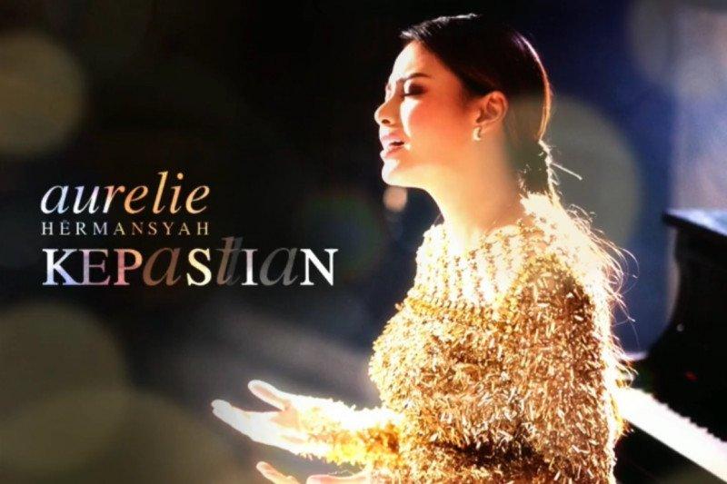 "Aurelie Hermansyah merilis lagu ""Kepastian"""
