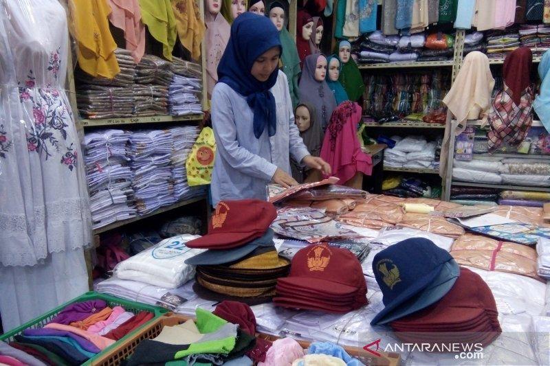 Ombudsman minta sekolah hentikan jual baju dan atribut sekolah saat pendaftaran ulang