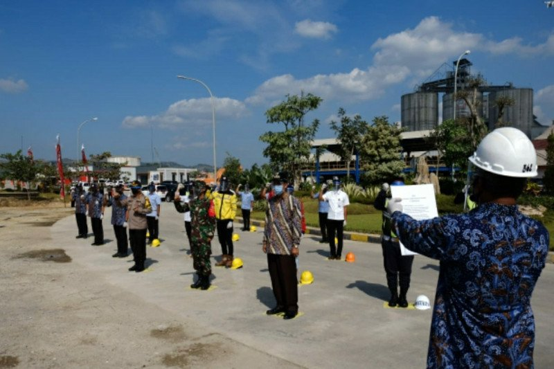 "Semen Gresik dianugerahi penghargaan ""Perusahaan Tangguh Nusantara Candi"""