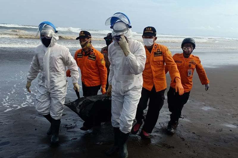 SAR gabungan temukan wisatawan yang hilang di Pantai Jetis Cilacap