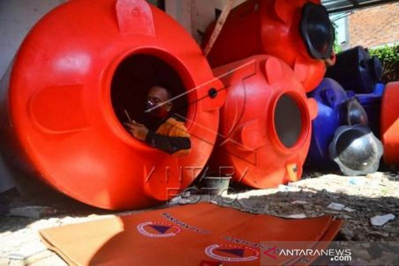 Relawan COVID-19 isolasi diri di tangki air