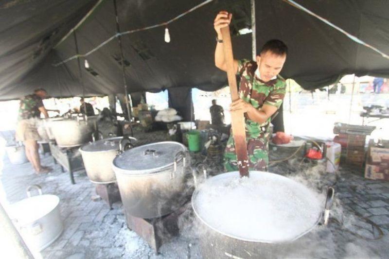 Kodam XIII/Merdeka mendirikan dapur umum bantu korban banjir Gorontalo